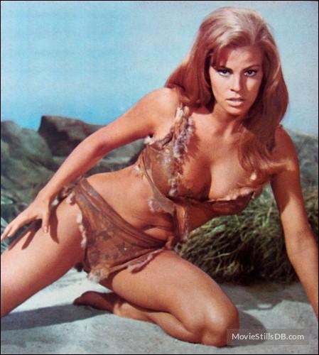 Quel est le titre de ce film de 1966 dont l'histoire se déroule pendant la Préhistoire et où on y retrouve cette talentueuse jeune femme en bikini de fourrure au côté des dinosaures ?