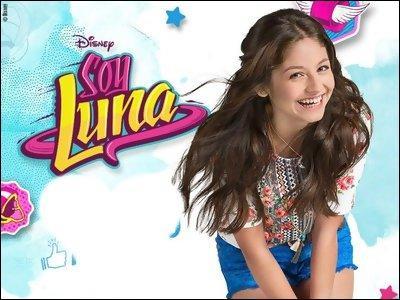 En vrai, celle qui incarne Luna est :