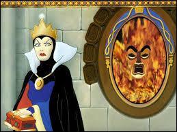 À quel objet la méchante reine demande-t-elle quotidiennement qui est la plus belle du royaume ?