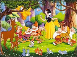 Finalement, il ne peut se résoudre à la tuer et la laisse s'enfuir. Le cœur de quel animal rapporte-t-il à la reine ?
