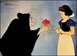 La méchante reine comprend que Blanche-Neige est toujours en vie et elle est folle de rage. Elle prend une potion pour se transformer en vieille sorcière. Quel fruit empoisonné va-t-elle proposer à Blanche-Neige ?