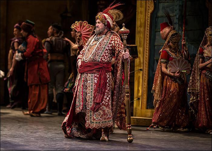 Les esclaves doivent danser pour le Pacha, et quel autre problème se pose pour Conrad et sa bien-aimée?
