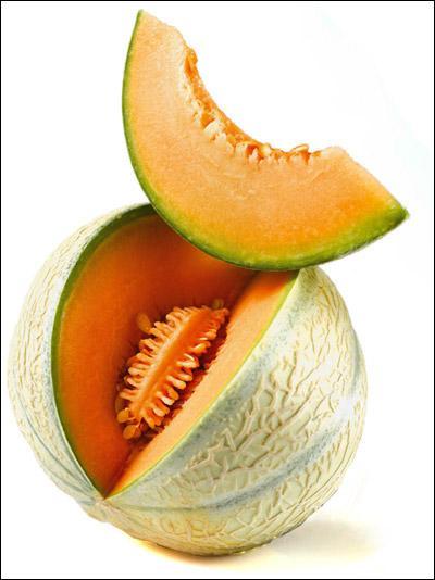 Tu pourras te régaler avec la tranche coupée après avoir répondu à cette question. Quelle lettre n'est pas dans le nom de ce fruit ?
