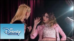 """Ludmila compose la chanson """"Si es por amor"""" en pensant à León, son ancien petit ami."""