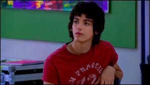 Marco, le garçon dont tombe amoureuse Francesca au début de la saison 2, est un ancien élève du Studio.