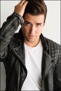 Dans la série quel est le vrai nom de Logan ?