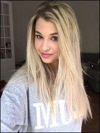 Comment se nomme la belle blonde ?