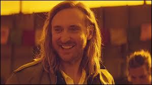 """Comment s'appelle la chanteuse qui interprète """"This One's For You"""" composé par David Guetta pour l'Euro 2016 de football ?"""
