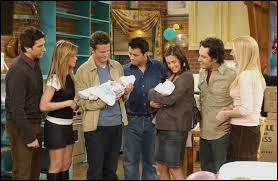 Saison 10 - Épisode 14 : que voit Joe lorsqu'il accompagne Monica et Chandler pour visiter une maison ?