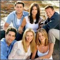 Saison 8 - Épisode 2 : de quelle couleur était le pull que Ross avait oublié après avoir couché avec Rachel, qu'il a mise enceinte ?