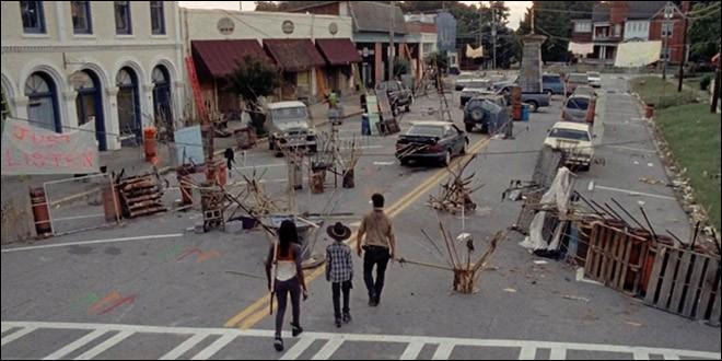 Rick, Michonne et Carl partent chercher des munitions là où Rick vivait auparavant. Qui rencontrent-ils là-bas ?