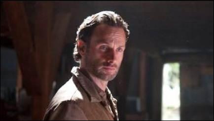 Lors de la réunification entre Rick et le Gouverneur, que propose ce dernier ?