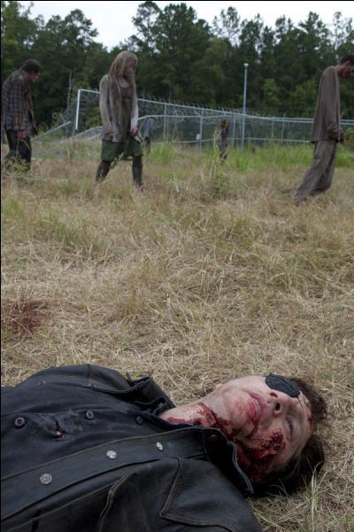 Lorsque la bataille est terminée, qui achève Brian d'une balle dans la tête ?