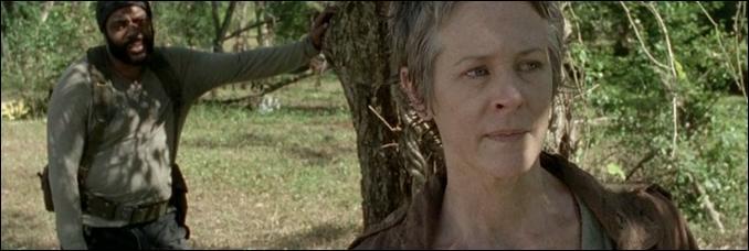 Que fait Tyreese après que Carol lui ai avoué qu'elle avait tué Karen ?