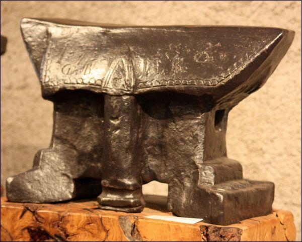 Officier dans les légions sous l'empereur Galère, après sa conversion au christianisme il sera tué à coups de marteau sur une enclume. Qui est-il ?