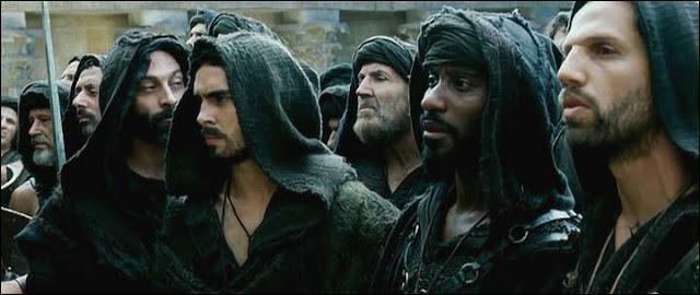 Bande d'extrémistes fanatiques à Alexandrie sous les ordres de l'évêque Cyrille au début du Vème siècle. Qui sont-il ?