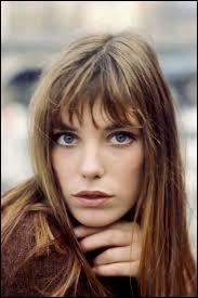 Cette actrice et chanteuse est d'origine britannique. Elle s'est installée en France depuis la fin des années 1960. Elle est...