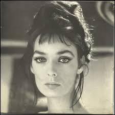 Cette actrice et chanteuse est née à Soulac-sur-Mer. Elle possède la nationalité Suisse et réside à Genève. Elle est...