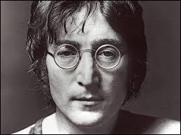 Ce chanteur, auteur-compositeur, guitariste et écrivain a été assassiné à New York en 1980. Il est né en 1940 à Liverpool. Quel était son nom ?