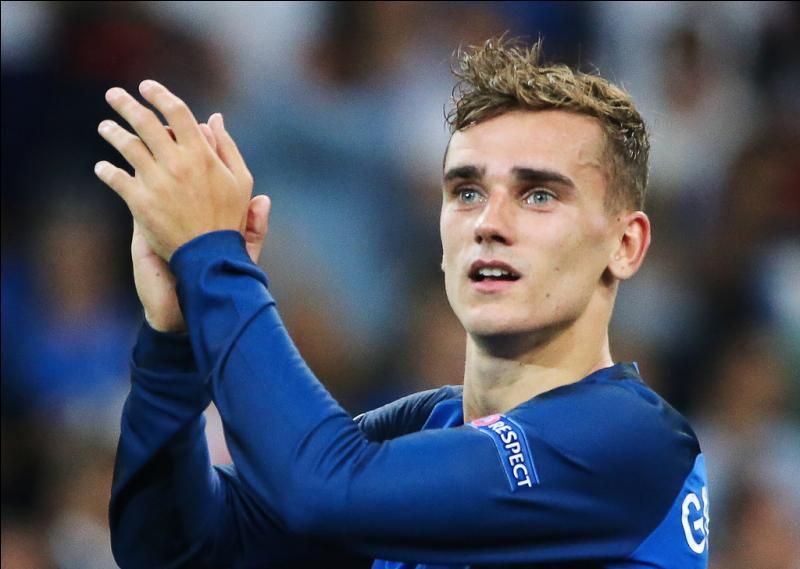 Quel est son poste de prédilection dans son club et en équipe de France ?