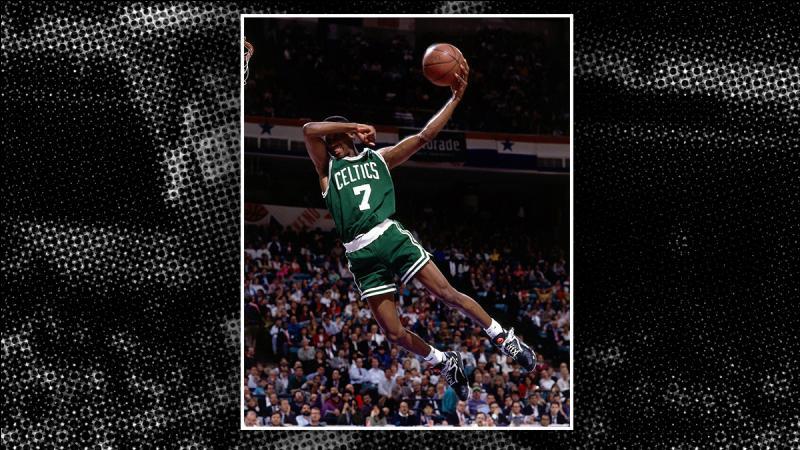 Lui, je ne pouvais pas l'oublier. Ancien professionnel de basket, la preuve y est, 21 ans après, le geste se fait toujours ! Qui est-il ?