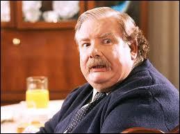 Le jour où Harry demande à son oncle de l'amener à King's Cross, que lui répond Vernon Dursley ?