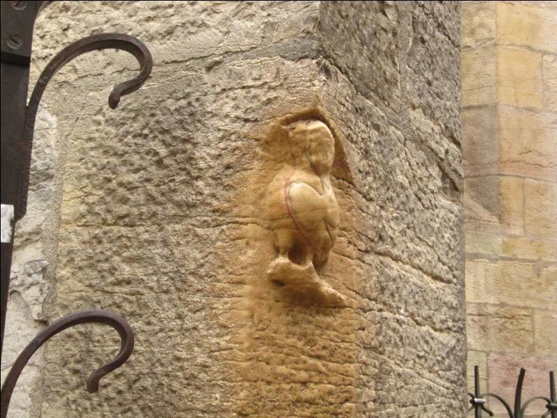 """Une chouette est sculptée sur une des églises de la """"ville aux cent clochers"""" qui fut, jadis, capitale du duché de Bourgogne, quel est le nom de cette église ?"""