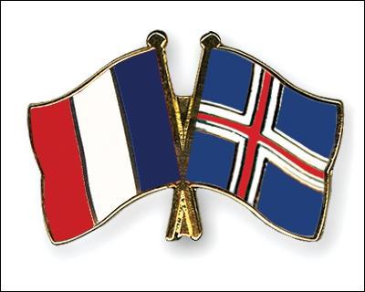 Lors du match France - Islande, combien de buts les Bleus ont-ils marqué au cours de la première mi-temps ?