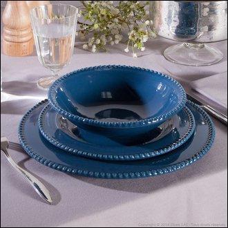 """Quel aliment fait-on cuire au court bouillon, dans de l'eau additionnée de vinaigre pour obtenir la cuisson """"au bleu"""" ?"""