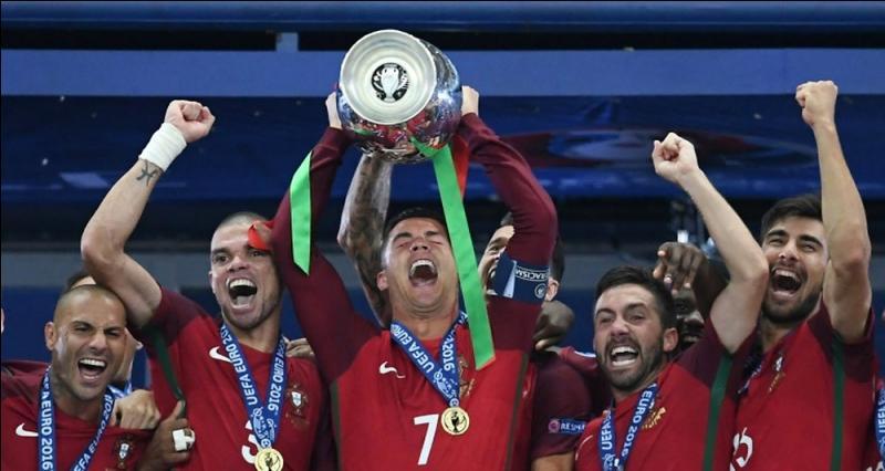 Voici enfin le match France-Portugal qui signe la fin de l'Euro et également de ce quiz en espérant qu'il vous a plu ! Je pense que nous le savons tous, c'est le Portugal qui a remporté l'UEFA Euro 2016 mais avec quel score ? N'hésitez surtout pas à lire les commentaires sous chaque question, j'ai pris énormément de temps à les faire en pensant qu'ils vous serviront.