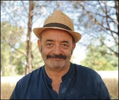 Qui est cet auteur-compositeur d'origine libanaise ?
