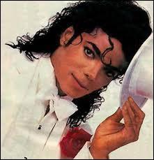 Ce chanteur s'est fait décolorer la peau. Comment s'appelait-il ?