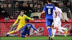 A quel stade de la compétition fut éliminé le tenant du titre, l'Espagne ?