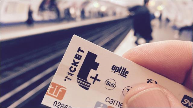 Un ticket de bus ou de métro jeté dans la rue mettra ____ à disparaître.