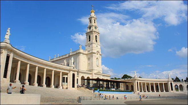 Dans quel pays situez-vous la ville de Fátima, célèbre lieu de pèlerinage depuis que des récits y font état d'apparitions de la Vierge ?