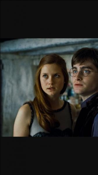 De qui Hermione est-elle jalouse dans le 6e film ?