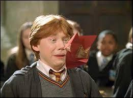Par qui Ron reçoit-il une beuglante ?