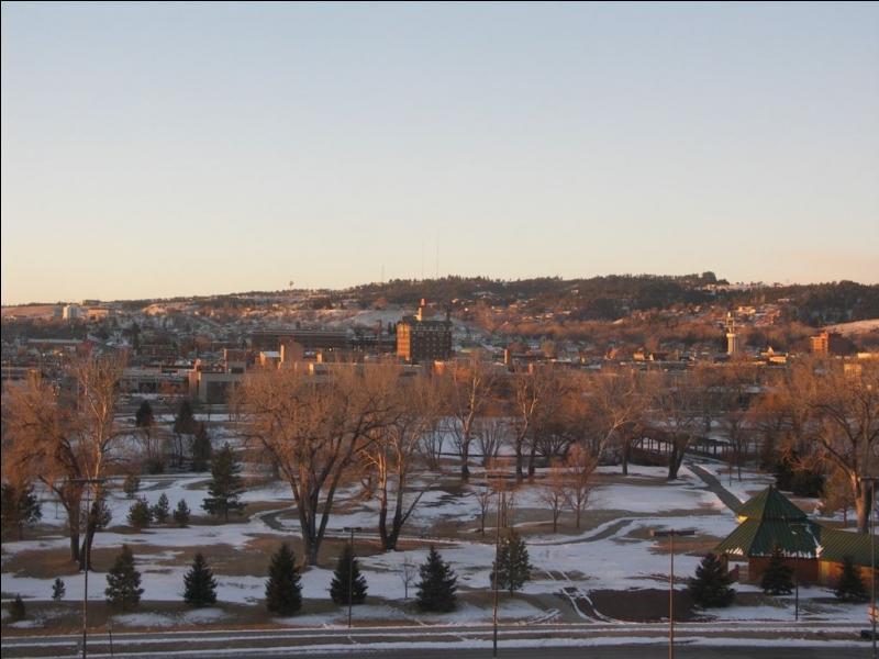 Dans quel état se trouve la ville américaine de Rapid City ?