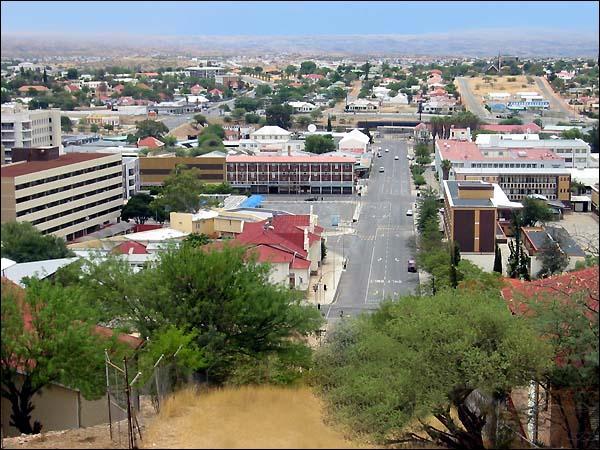 De quel pays Windhoek est-elle la capitale ?