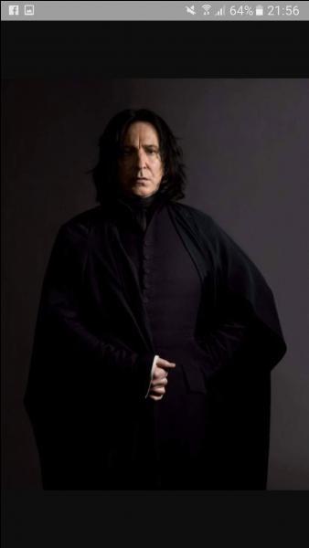 Qui prend la place de Severus Rogue à la direction de Poudlard ?