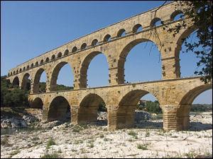 Dans quel département ce situe cette merveille de l'architecture romaine ?