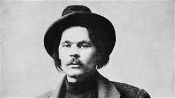 """Né en 1868, sous quel pseudonyme est plus connu le romancier, dramaturge et homme politique russe, Alexis Peckov à qui on doit des œuvres comme """"Thomas Gordéiev"""" en 1899 ou encore la pièce de théâtre """"Les Barbares"""", en 1905 ? (Suspect aux yeux de Staline, sa mort rapide pour cause de pneumonie, en 1936, alors qu'il est assigné à résidence, on fait naître un soupçon d'empoisonnement)."""
