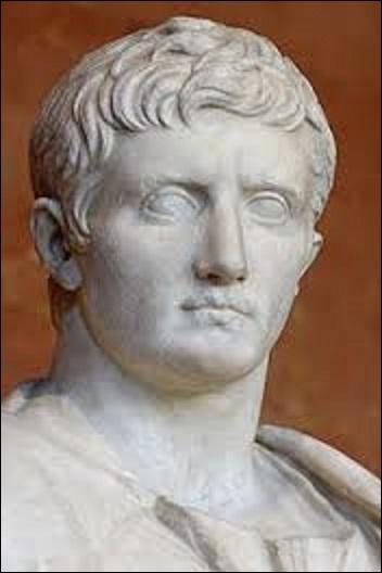 Quel est le nom du premier empereur à avoir régné sur l'Empire romain, du 16 janvier 27 av. J.C au 19 août 14 av. J.C ? (Il est aussi connu sous le nom d'Octave ou d'Octavien).