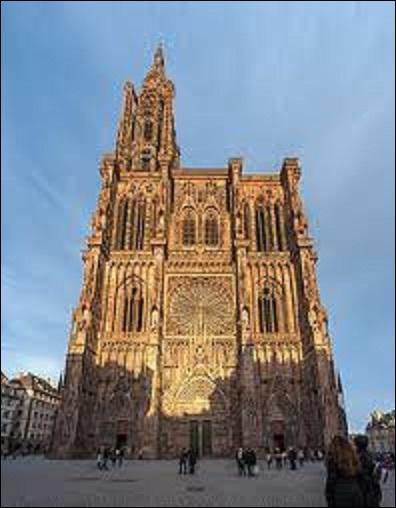Quelle ville française d'Alsace était appelée Argentoratum à l'époque gallo-romaine ? (Photo : Cathédrale de cette ville).