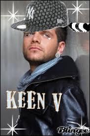 De quelle chanson Keen'V a-t-il fait une reprise dans son premier album ?
