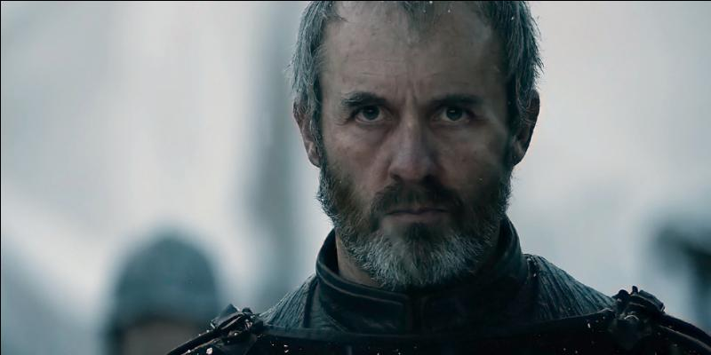 Stannis Baratheon est le seul héritier légitime du trône de fer après la mort de ses deux frères.