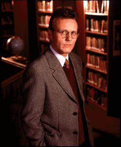 Qui est le bibliothécaire du lycée et l'observateur de Buffy ?