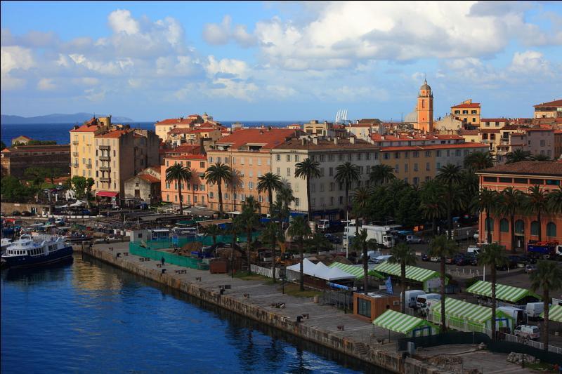 Ajaccio est la préfecture du département de la Haute-Corse.