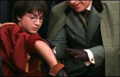 """Quel sort utilise Gilderoy Lockhart pour """"désosser"""" Harry lors du match de Quidditch de la 2e année ?"""