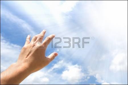 Je____les mains vers toi.